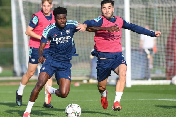 """Mikel Arteta has received a lot of good news as Thomas Partey has been able to shake off an injury. Come back to practice with the team now. Credit: GETTY Arsenal receive good news when their defensive midfielder Thomas Partey able to return to practice with the team After being injured on Tuesday In the game against Burnley Thomas Partey suffered a cramp in Arsenal's 1-0 win over Burnley on Tuesday. He limped off in the 75th minute, with Ainsley Maitland Niles coming on as his replacement, but Arsenal's latest training session on Tuesday is pictured. Shows that Partey can return to practice with his teammates. But he is expected to rest in the third round of the Carabao Cup. to meet AFC Wimbledon on Wednesday night. To get the most physically fit for Sunday's London derby against Tottenham Hotspur. """"I hope I have the strongest team I can have. That means players will have to perform well. and show a strong playing form This is what we want to do. We'll see who's ready to play. Wimbledon is a team with good short passes. They can be dangerous in many situations. So it will be a difficult game for us,"""" Mikel Arteta said ahead of the Carabao Cup."""